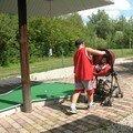 Au mini-golf, poussé par Lucas