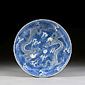 A blue and white porcelain dragon dish, qing dynasty, kangxi period (1662-1722)
