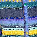 Gilet bleu, violet et jaune