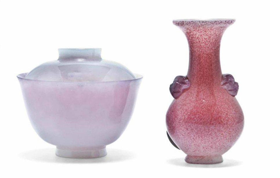 A Chinese mottled pink glass pear-shaped vase and a pale pink glass tea bowl and cover, 19th-20th century