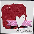 Carte de voeux féminine avec fleurs embossées et noeud rose à pois blancs