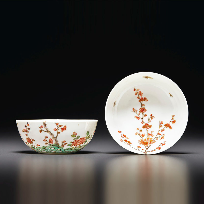 A pair of small gilt-decorated famille verte bowls, Kangxi period