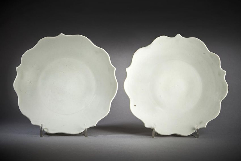 A fine pair of white-glazed five-petalled foliate dishes, Five Dynasties, circa 10th century