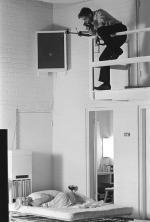 1961-11-17-santa_monica-Kirkland_sitting-020-1