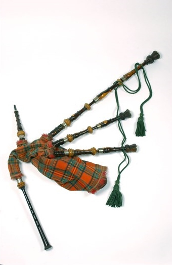 set-of-highland-bagpipes-of-laburnum-silver-and-ivory-mounted-with-royal-stewart-tartan-cover-edinburgh-c1850-1500px