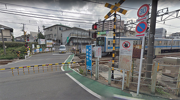 Akitsu level crossing