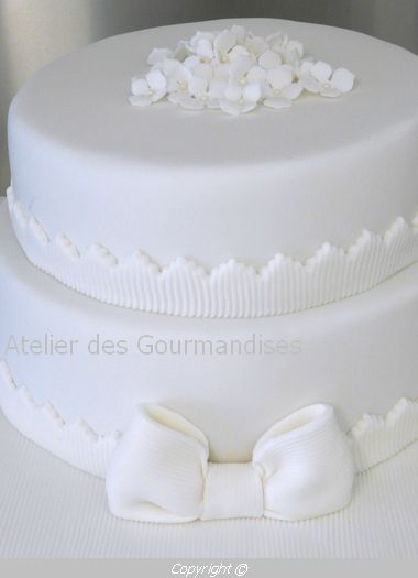 wedding cake tout blanc atelier des gourmandises. Black Bedroom Furniture Sets. Home Design Ideas