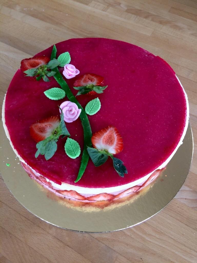 Fraisier avec mousse fraise et vanille