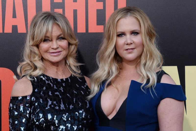 Goldie-Hawn-Amy-Schumer-play-Never-Have-I-Ever-on-Ellen