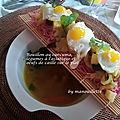 Bouillon au curcuma, légumes à l'asiatique et oeufs de caille sur le plat
