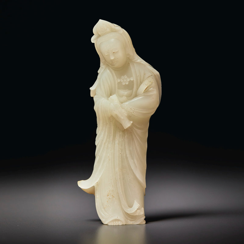 A white jade figure of Guanyin, 18th-19th century