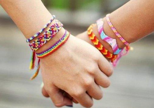 Faire-des-bracelets-bresiliens_galerie_large