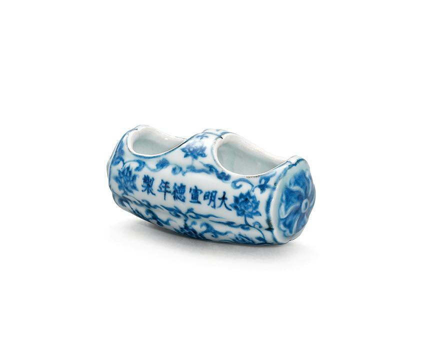A rare blue and white hexafoil tubular bird feeder, Xuande six-character mark in a line and of the period (1426-1435)