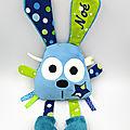 Doudou lapin bleu vert personnalisé