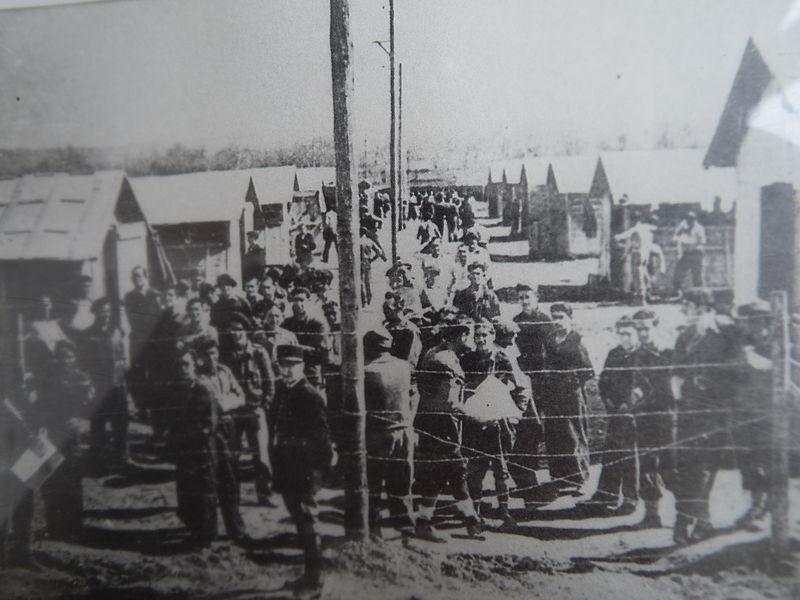 Photo d'époque exposée au camps