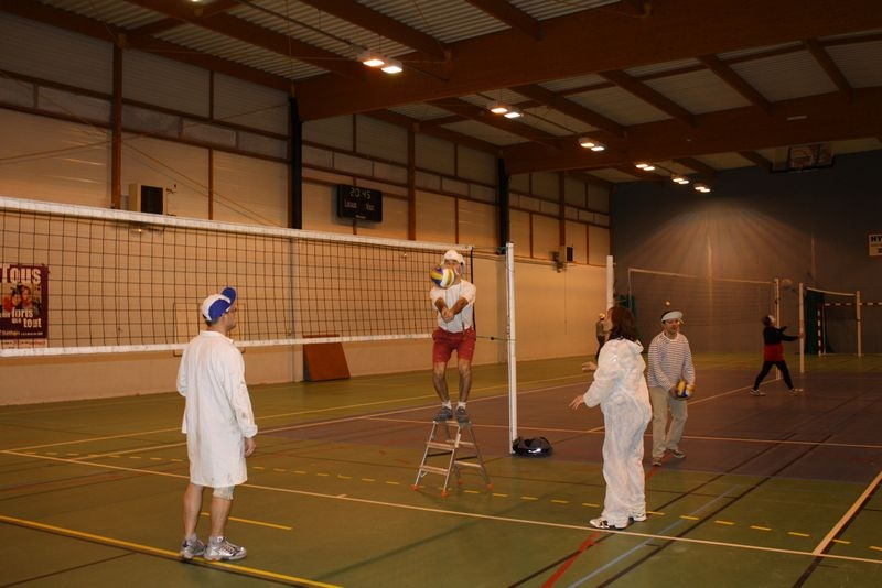 2009-12-10_volley_deguise_murs_IMG_4477