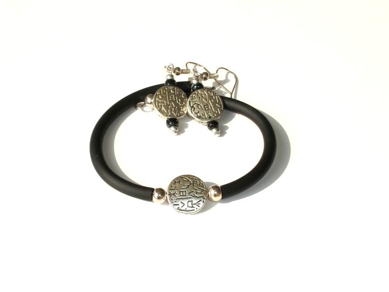 ensemble bracelet boucles d'oreilles perle métal motif tribal