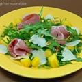 Salade de roquette aux pêches, coppa et provolone