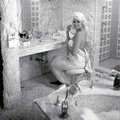 jayne_pink_palace-inside-bathroom-1959-07-by_rizzo-1
