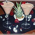 Smoothie fraise, ananas et lait de coco