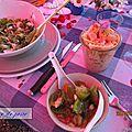 Salades pour un barbecue au bois.