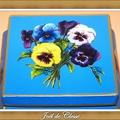 Boîte galbée Pensées sur fond bleu 3