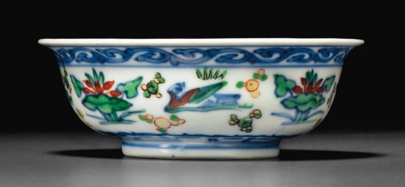 2014_NYR_02830_2122_000(a_rare_small_ming-style_wucai_ducks_bowl_kangxi_yongzheng_period)