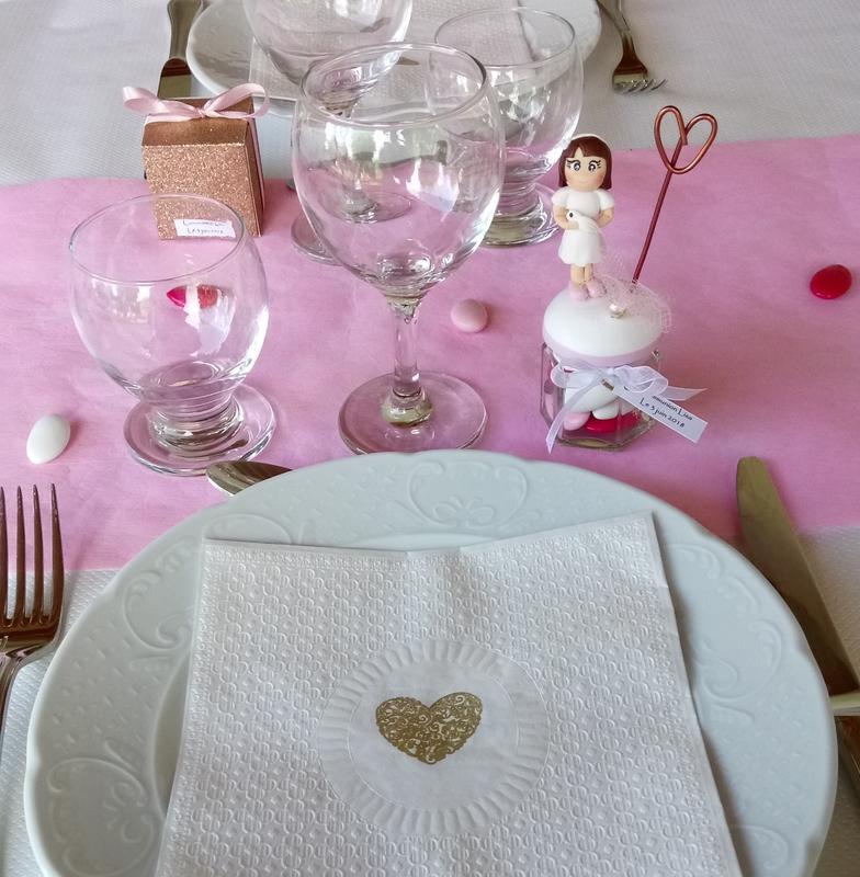 poupées sur la table
