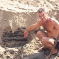 Docteur Bernard - layer of oil under 1 meter of sand