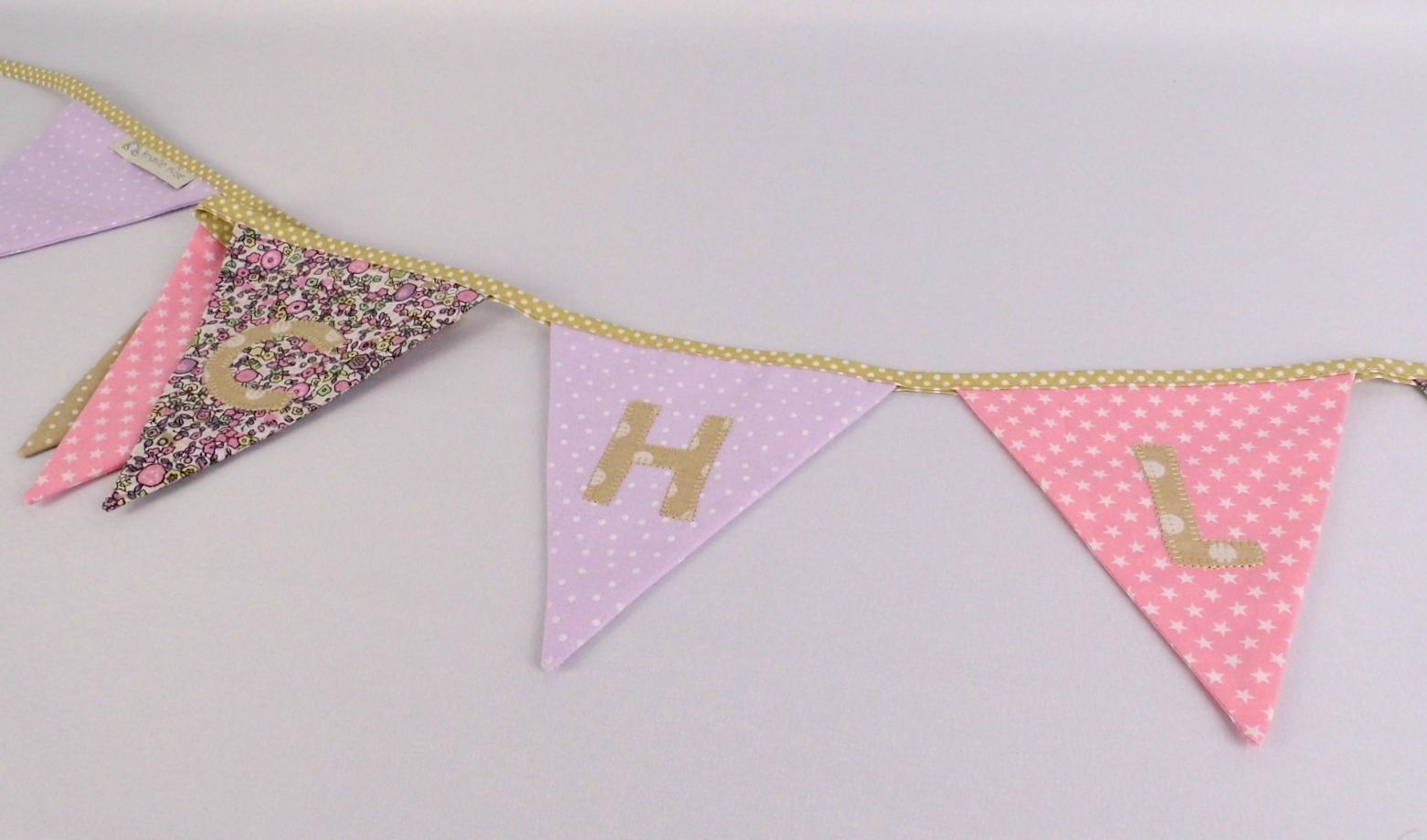 Bannière fanions personnalisable guirlande décorative personnalisable prénom Chloé liberty pois mauve parme rose poudre beige deco chambre bébé fille