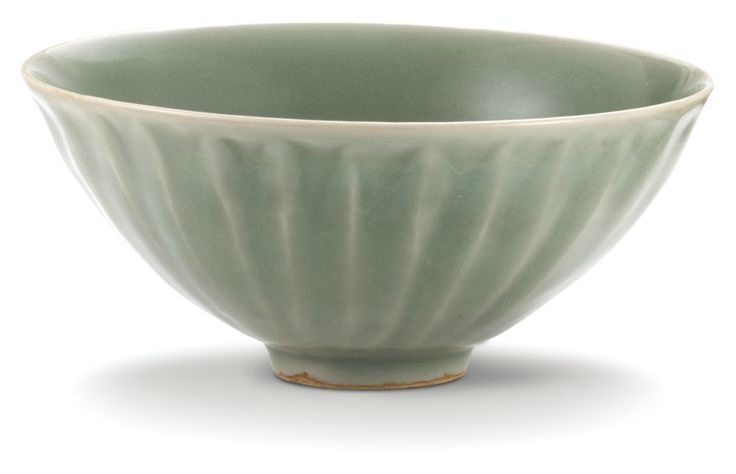 A 'Longquan' celadon bowl, Southern Song Dynasty