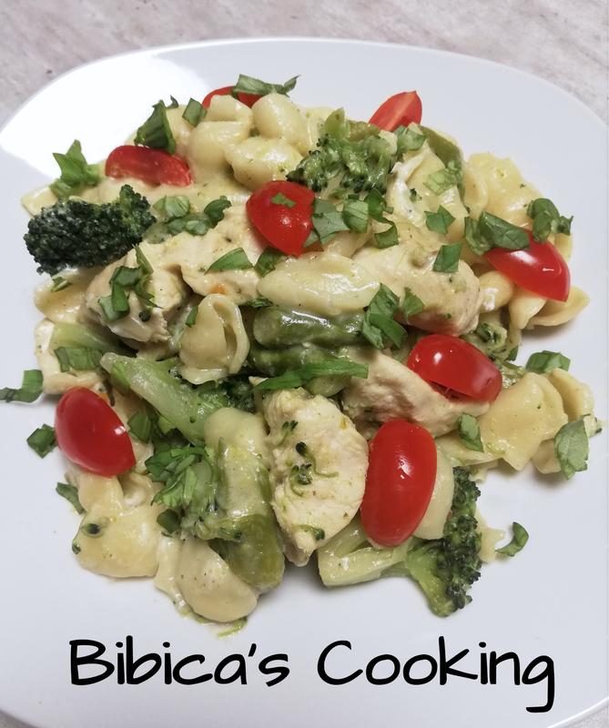 One pot pasta poulet, asperges, brocoli et tomates cerise