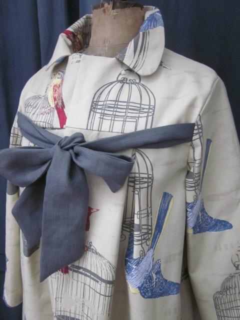 Manteau AGLAE en toile de coton beige imprimé oiseaux et cage - noued de lin gris (6)