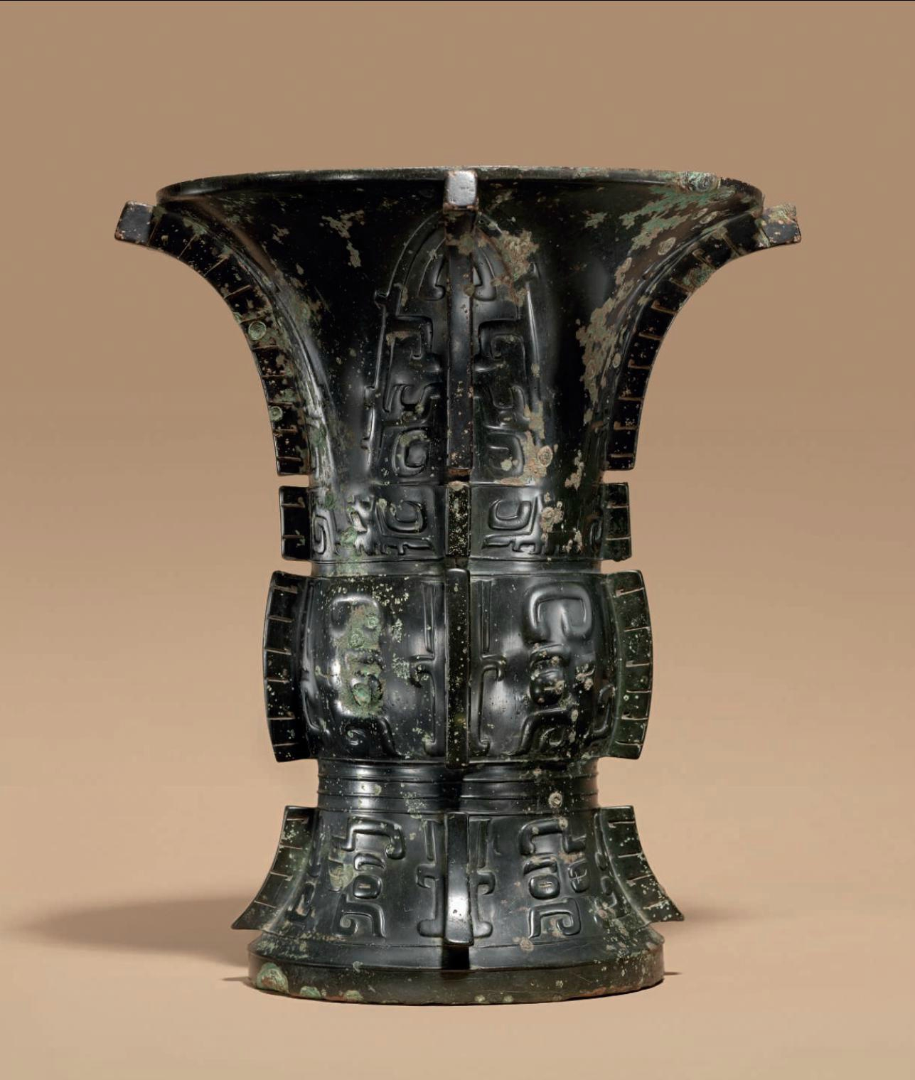 A magnificent and important bronze ritual wine vessel, Zun ritual wine vessel dating to the late Shang- early western Zhou dynasty