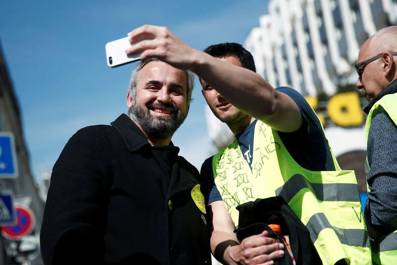 member-of-parliament-alexis-corbiere-of-la-france-insoumise-france-unbowed-poses-for-a-selfie-with-a-protestor-during-the-act-xxi-the-21st-consecutiv