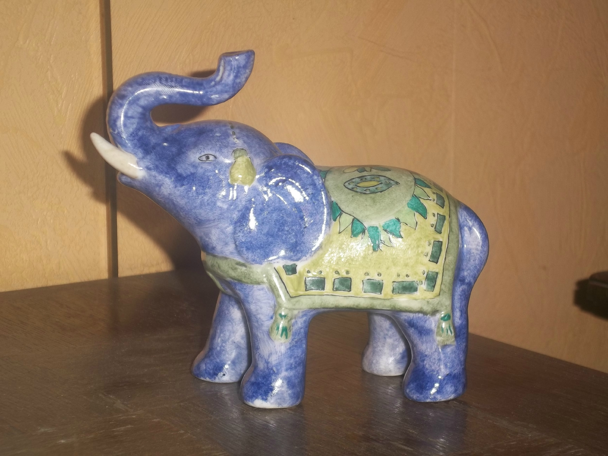 elephant porte bonheur photo de peinture sur porcelaine. Black Bedroom Furniture Sets. Home Design Ideas