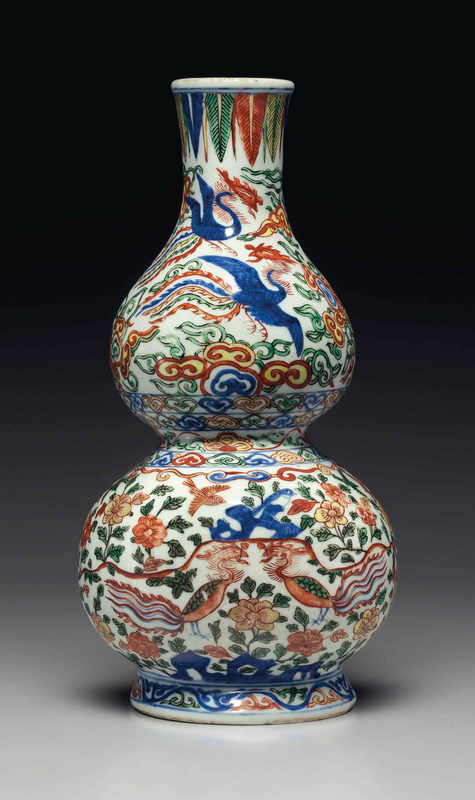 A rarewucai'phoenix' double-gourd-form wall vase, Wanli six-character mark in underglaze blue within a double rectangle and of the period (1573-1619)