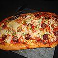 Pizza basque ( à la sauce sakari, chorizo et ossau-iraty )
