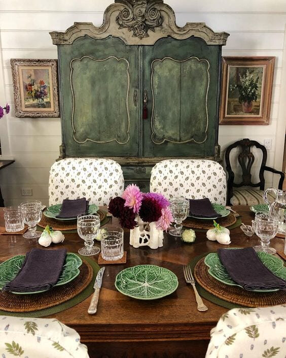 jenny-rose-innes-dining-room-cabbage-tablescape
