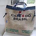 Sac cabas pour la plage - toile de jute de sac à café (do brasil) + toile de jeans recyclé - réversible - dimensions familiales-