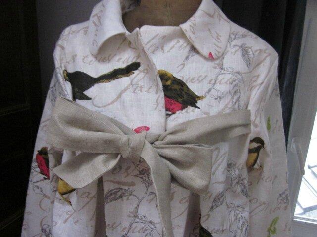 Manteau AGLAE en lin blanc cassé imprimé oiseaux noué d'un lien de lin brut - Taille 52 (3)