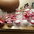 Derniere fournee des boules de noel en crochet en rouge et blanc