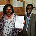 Remise attestation de formation en technique de fabrication des savons et détergents au mois de juillet 2011 à la main au siège de la Société GIC BELLOMAR à Douala au Cameroun 2