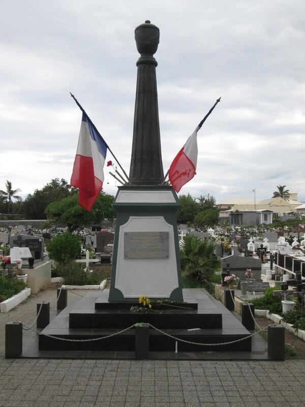 97410 - Saint-Pierre - Stèle aux anciens combattants Mort pour la France