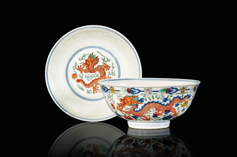 A pair of wucai 'dragon and phoenix' bowls , Daoguang six-character seal marks in underglaze blue and of the period (1821-1850)