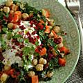 Poêlée végétarienne carotte, pois chiche, chou kale & poivron confit, sauce lait de coco-citron-herbes aromatiques