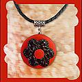 Collier rouge et maxi fleur imit cuir noir (N)