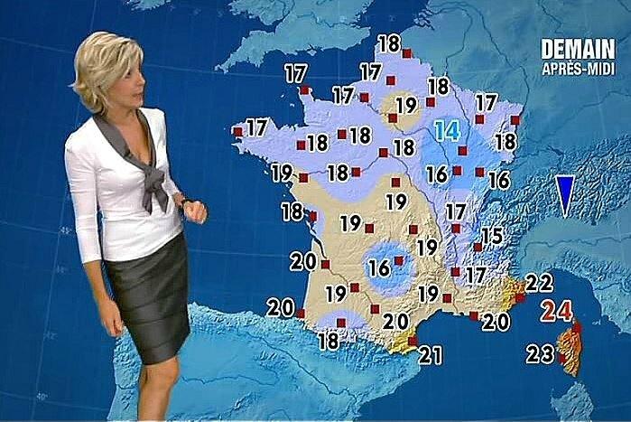 Evelyne Dhéliat jupe grise haut blanc 1460 23 09 10