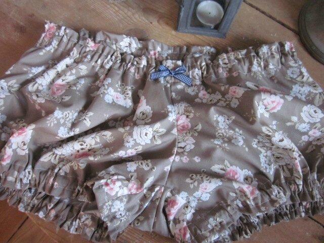 Culotte BIANCA en coton fleuri rose sur fond beige - noeud vichy marine (3)