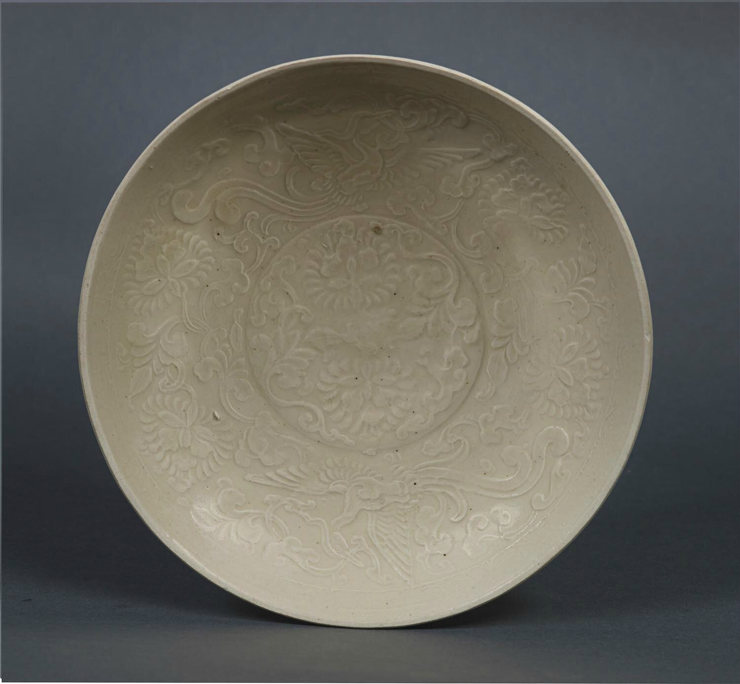 A fine Ding ware saucer dish, Jin Dynasty (1115-1234)